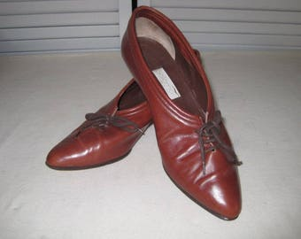 vintage Chestnut Leather pump by Paloma  size 7 medium