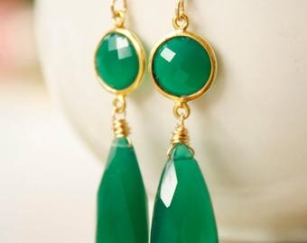 ON SALE Emerald Green Onyx Teardrop Earrings - Red Carpet Glamour - 14KT Gold Fill