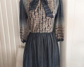 Memorial Day Sale 25% OFF Vintage 60's 70's Day Time Dress -- Hipster -- Retro -- Boho -- Size M-L