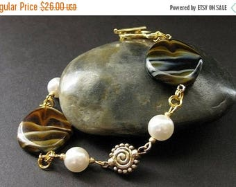 SUMMER SALE Brown Swirl Beaded Bracelet in Gold and Pearl. Handmade Jewelry by Gilliauna