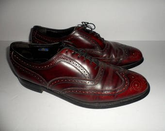 Men's size 9 E (wide) Vintage Florsheim Leather Wing Tip Dress Shoes