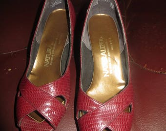 vintage 60s   womens Naturalizer  red leather peep toe  thick  heels  sz 5