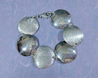 Big Round Discs Alternating Smooth and Textured Big Chain Link Bracelet with Lobster Clasp 1 1/8 inch Wide Outstanding Style and Fashion