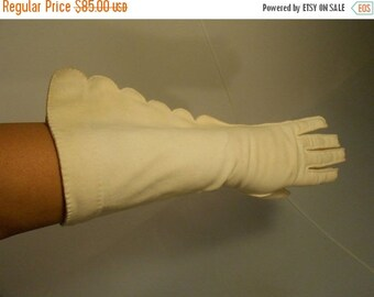 Anniversary Sale 35% Off A Villa By the Lake - Vintage 1950s Lilly Dache Ivory Mid Arm Scalloped Gloves - 7