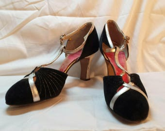 1920 Vintage Black Velvet and Silver Kid Skin Leather Flapper T-Strap Pumps with Louis XV Heel