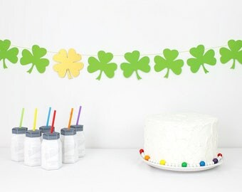 Shamrock Garland : Handcrafted Clover Bunting | St. Patrick's Day Party Decoration | Four Leaf Clover | Lucky Banner | Irish Photo Prop