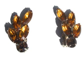 symmetrical retro prismatic amber clip on earrings studs 50s 60s vintage jewelry faceted leaf pattern deco style