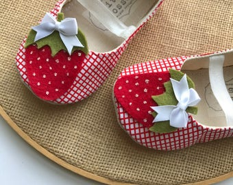 Strawberry Baby Shoes, Baby Girl Shoes, Toddler Girl Shoes, Soft Sole Shoes, Felt Strawberries, Red Baby Shoes, Summer Shoes- Berry Baby