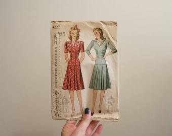 Pattern Dress Suit 1940s vintage sewing Simplicity WW2 pinup portrait collar DIY M 34 bust