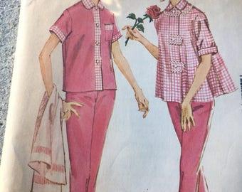 McCall's 6055 Pajamas Set from 1961