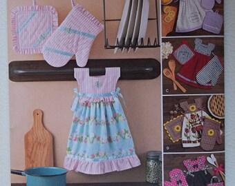 Simplicity Pattern #8109, Towel Dress Pattern, Pot Holder Oven Mitt Pattern, Sewing Supply, Sewing Pattern, Kitchen Decor, Hanging Towel