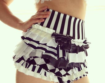 Black and white classic Ruffle Shorts - Size M