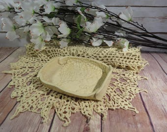 Crocheted Doily soap dish (beige)