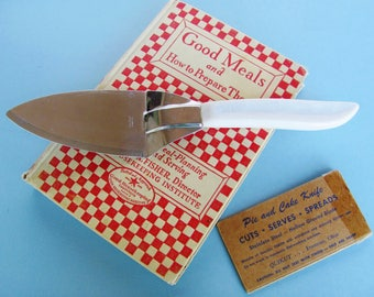Quikut Pie And Cake Knife Stainless Blade White Marbled Tenite Handle With Original Cardboard Blade Cover CUTS, SERVES. SPREADS