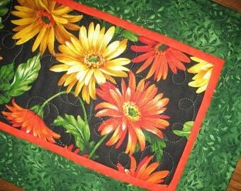 Floral Table Runner, Gerbera Daisy, Summer, Fall Michael Miller, handmade, table runner quilted