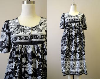 1980s Black and White Floral Print Indian Cotton Caftan