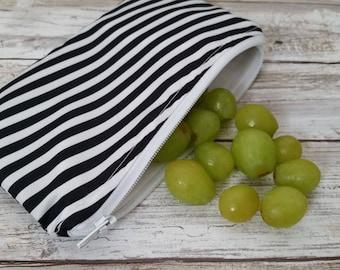 Snack-e bag. Black magic. Ju-Ju-Be customs reusable food bag