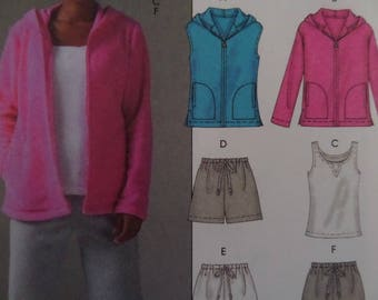 WARM-UP JACKET Pattern • McCall's 4789 • Miss Xs-M • Sweatpants & Jacket • Running Shorts • Zip Jacket • Modern Patterns • WhiletheCatNaps