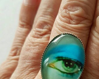 David Bowie Eye Ring with 25mm × 18mm oval cabochon.