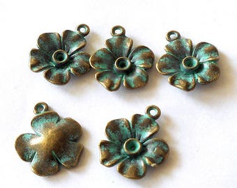 10pcs-Vintage turquoise green tone brass flower charm