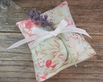 Green Lavender sachet for your drawers or your bathroom . Romantic garden style lavender sachet makes a perfect gift ,green pink and purple.