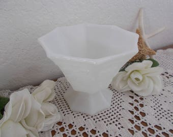 Vintage White Milk Glass Flower Pot / Vase Spring Summer Fall Winter Wedding Reception Table Decoration Country Cottage Farmhouse Home Decor
