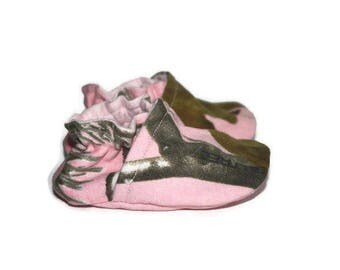 Pink camo baby shoes girl pink realtree baby booties vegan shoes realtree moccs slippers crib shoes newborn camo booties pink booties