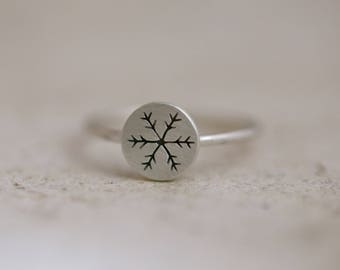 Snowflake ring, silver snowflake, winter ring, snow ring, snow jewelry, crystal snowflake ring, simple silver ring, stackable ring