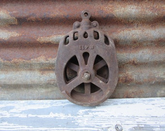 Antique Barn Pulley Hay Loft Ships Rope Pulley Rusted Iron Metal Vintage Home Decor Nautical Farm Industrial Decor Rustic Pendant Light Lamp