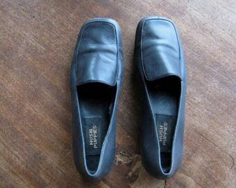 Vintage Dark Blue/Navy Loafers by Hush Puppies; Size 5 Slip-On Casual Shoes; Fast Shipping