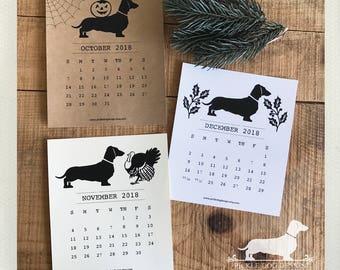 Doxie Love. 2018 Desktop Calendar -- (Vintage-Style, Dog, Dachshund, Weiner Dog, Monthly Calendar, Rustic, Simple, Christmas Gift Under 15)