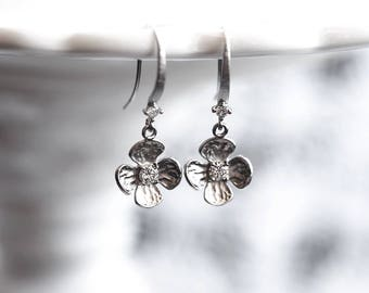 653_ Silver flowers earrings, Gift for her, Earrings for her, Small crystals earrings, Gift simple jewelry, CZ Everyday silver jewelry.
