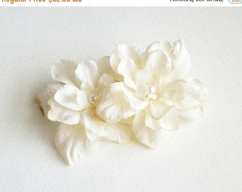 SUMMER SALE White Flower Hair Clips Off White Natural Flower Hair Clips Antique Rustic Wedding Accessories Bridal Party Wedding Set Of Two C