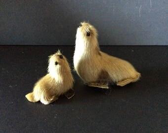 2 Seal Figures