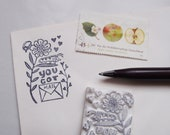 "Stempel ""You got mail"" Raupe Wiese"