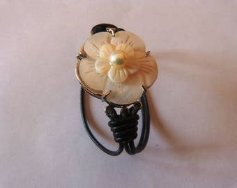 vintage flower Pearl to wear on the top clasp leather bracelet