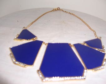 BLUE PENDENT NRCKLACE