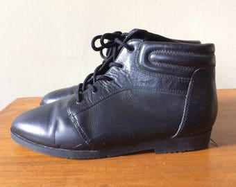 black leather ankle boots, granny, 90s, laces. women's 6.5