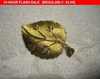 Goldtone leaf pin brooch, vintage pin brooch