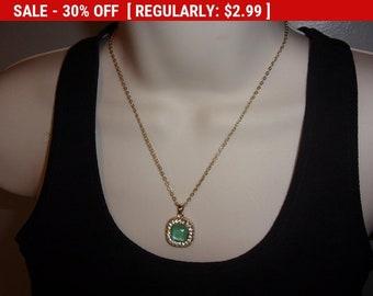 Vintage green rhinestone pendant necklace