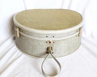 Vacay SALE...ships 7/8... Vintage Samsonite round suitcase…Ultralite Samsonite hat box...overnight bag.