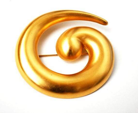 Monet Swirl Brooch - Yellow gold metal - Modern modernistic - signed jewelry Pin