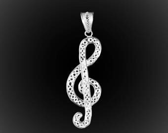 Pendant music clef silver embroidery