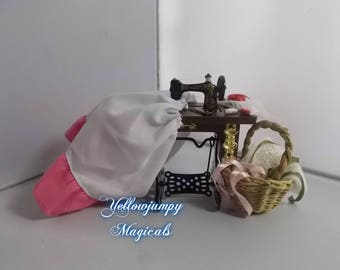 1/2th Miniature dollhouse sewing machine with accessories