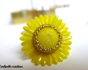 "Ring cabochon glass ""monochrome yellow Daisy"" beads embroidery"