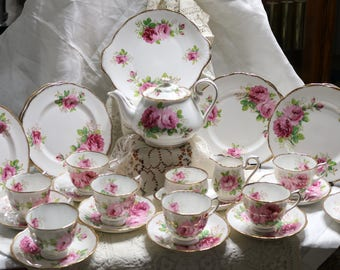 "Vintage Royal Albert ""American Beauty"" -  Tea Set for Eight -  30 pieces - Pink Roses"
