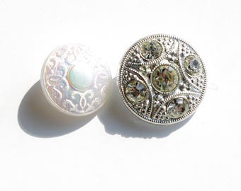 Buttons white etched glass and rhinestones of 22 mm in diameter and 18 mm.