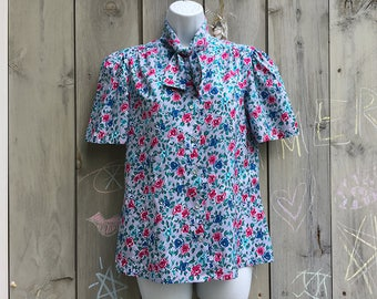 Vintage blouse | 1980s Alicia gray floral short sleeve pussy bow secretary blouse
