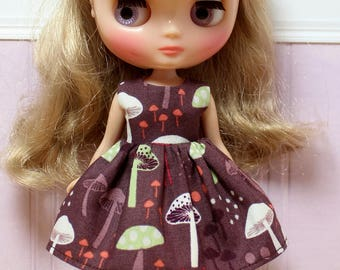 BLYTHE Middie doll Its my party dress - retro mushrooms on brown
