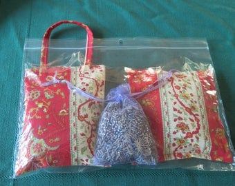 Lavender gift. Set of 3 lovely lavender sachets filled with dry French Lavender. Fabric from Provence, France. Red and white